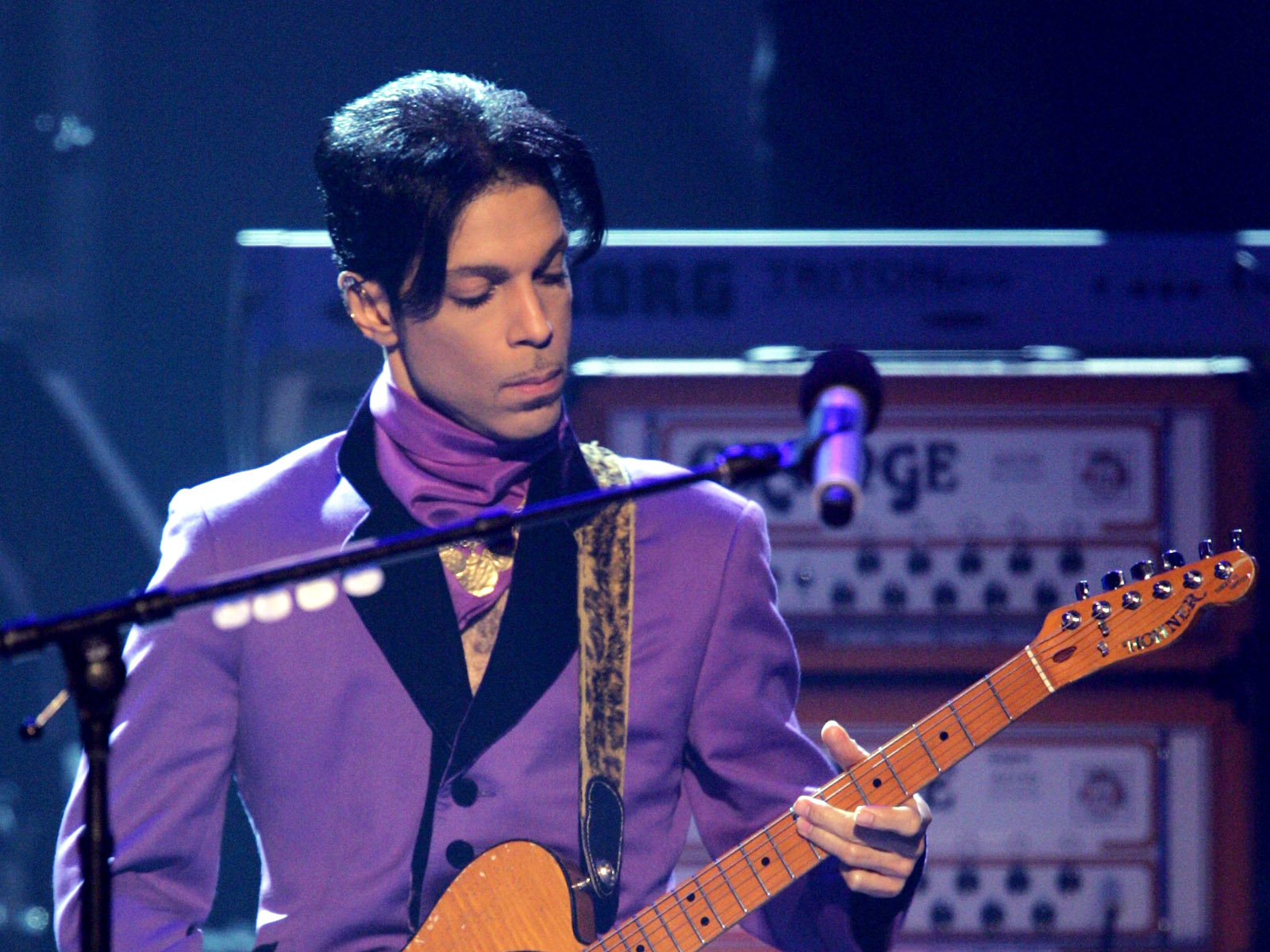Purple Reign: PRINCE Signs With Warner Bros & Regains Creative Control