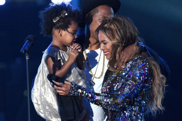 A Batch of BLUE: 25 Reasons Why BLUE IVY Stole The Show at Last Night's VMAs